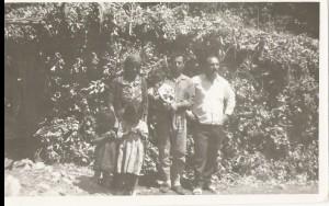من اليمين عمانوئيل كوركيس, ياقو عزيز, خنا برو و اولادهم
