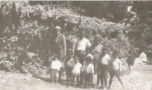 من اليمين خمي توما, اسحاق اوراها, اوراها بريخا و احفاده
