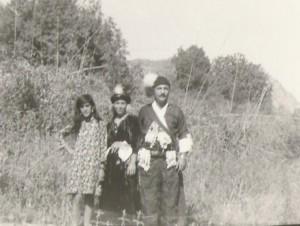 من اليمين عمانوئيل كوركيس, روسوينا