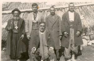 من اليمين ايشو, الشماس ايشو, الشماس نرسي , القس شليمو و جالساً صليوا اسحاق